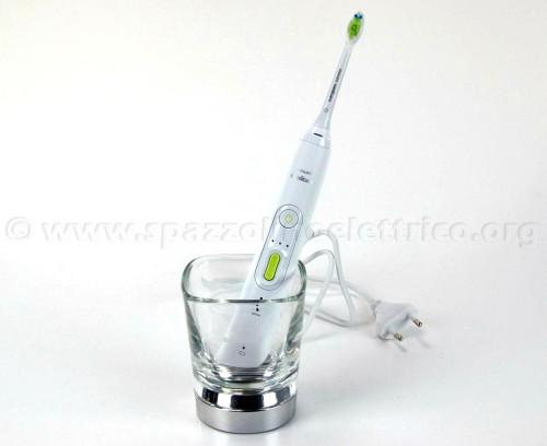 Spazzolino elettrico e bicchiere-caricabatterie